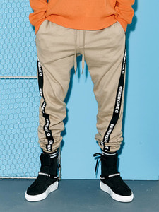 [Season Off 50% 세일]Twist Tape Jogger Pants (BE)